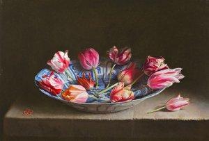 Stilleven met tulpen in Wan-li schotel
